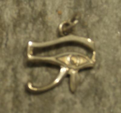 colgante udjat ojo de Horus