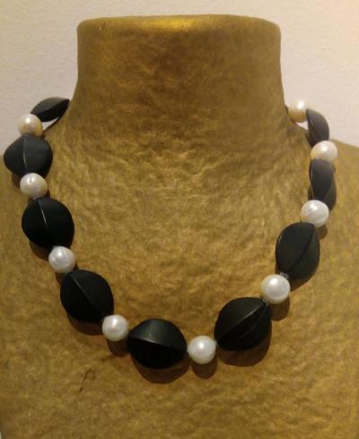 Collaret d'onix i perles